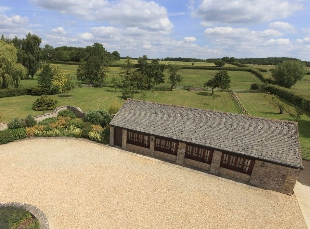 The Manor Cottage Cotswold Exclusive Hot Tub