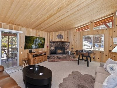 Deer Canyon Retreat: Close to Bear Mountain! Outdoor Hot Tub! Foosball Table! Charcoal BBQ!