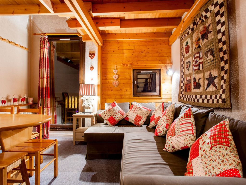 Val Thorens Duplex Sleeps 6 People, 2 Double Bedrooms, Separate Bunk Bed  Alcove