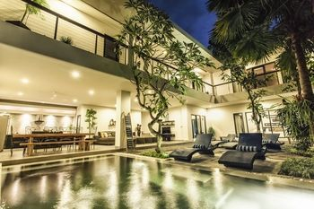 Photo for Villa Lamunan - Near Legian Beach