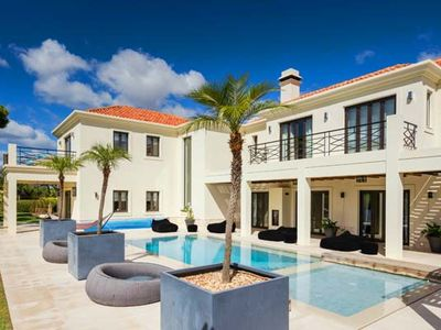 Villa Pinto is a luxury 6 bedroom villa located in the popular Vale do Lobo resort in the heart of the Algarve. This top of the range property sleeps up to 14 people.