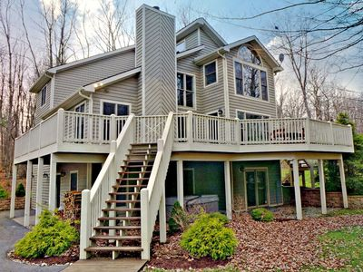 Photo for Lake access, large deck, hot tub, community tennis & pool access!