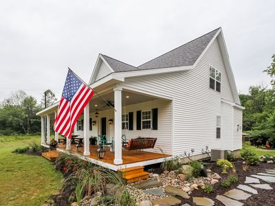 Photo for Private/Recently built/Screened porch/Wifi/AC/Cable TV/Fireplace/Huge kitchen