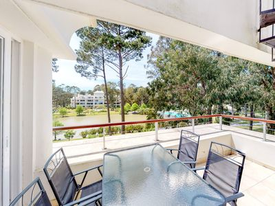 Photo for Family-friendly high-end resort condo w/shared pools, sauna, basket & more
