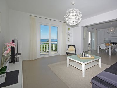 Photo for FeWo right on the beach! Exclusive apartment in a prime location with sea views.