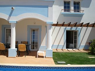 Photo for Comfortable, well-appointed villa with pool on the Santo Antonio Golf Resort.