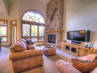 Photo for Luxury Home Perfect location walk to ski/lift/town/pool ExcellentValueBookEarly