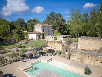 LUXURY COUNTRY HOME NEAR BORDEAUX + ST EMILION
