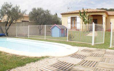 Photo for 6 people Charming villa with pool in the heart of Provence