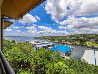 Photo for Lovely lakefront condo w/ views of Lake Travis - great location!