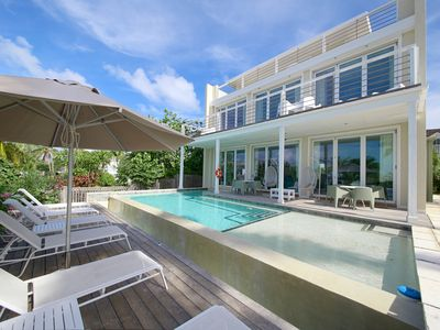 Photo for ❋ Luxurious Modern Home with Infinity Pool and Stunning Harbour Views❋