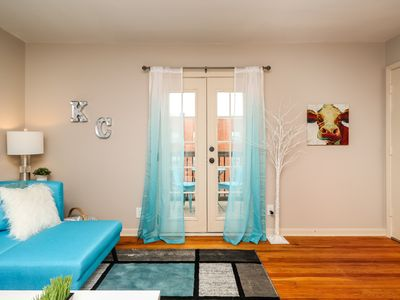 Photo for Sunny + Modern!  Balcony - Parking - Prime Plaza/Westport Location!  AVAIL 8/16!