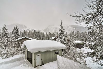 Located in Girdwood this home is minutes from Alyeska Resort.
