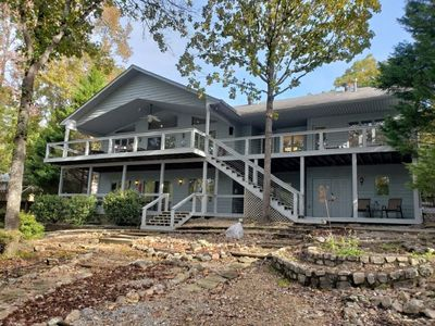 Beautiful Updated Lakefront Home Located On Lake Pineda