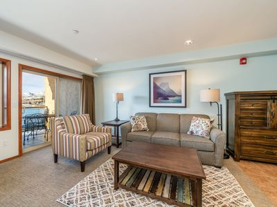 Photo for Luxury Waterfront condo, sleeps up to 6! Walking distance to major attractions! FREE Wifi