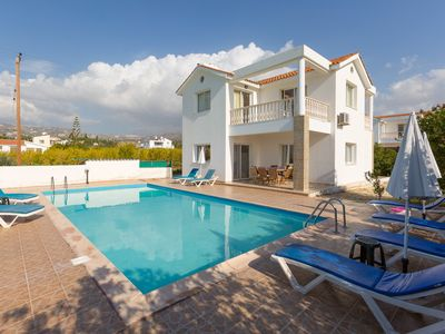 Villa Regina 1: Large Private Pool, Walk to Beach, Sea Views, A/C, WiFi, Eco-Friendly