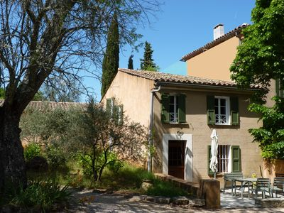 Photo for 18 channels. Provençal farmhouse with swimming pool in a property from the 18th century.