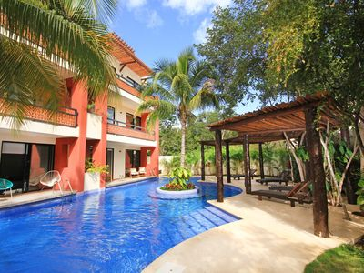 Relaxing 2 Br Apartment w/ direct access to pool!