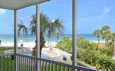 Photo for Beautifully Appointed Unit with Beach Views!