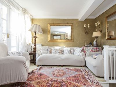 Photo for Apartment in Oakley - Chelsea for History and Art Lovers,London