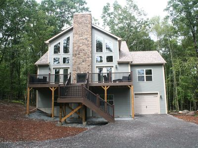 Photo for 5 Bedroom plus loft 3.5 Bath Walk to the lodge pool and ski-slopes SLEEPS 14