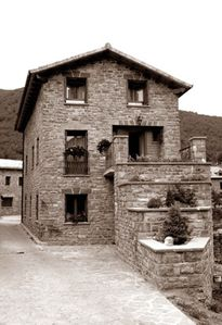 Photo for Rural apartment Aragonese Pyrenees, gateway to Valle Tena and Ordesa (2/3 people)