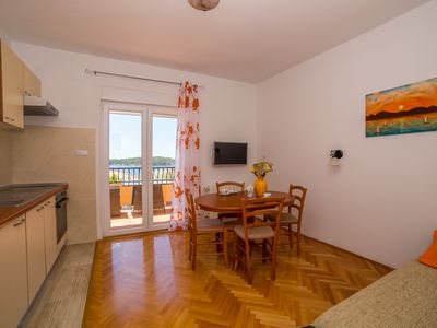 Photo for JURIĆ APARTMENTS WITH SWIMMING POOL, 15 MINS TO THE CENTER, 5 MIN. UP TO THE BEACH