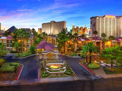 Family friendly resort with 2 BR/2 BA suites just 1 1/2 blocks off the Strip