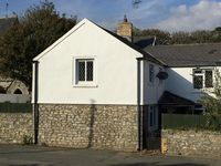 Lovely house with all we needed in ideal location. Highly recommed.