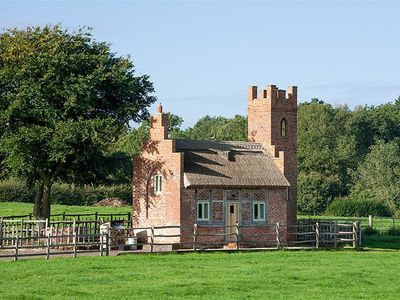 Photo for THE SHOOTING FOLLY, romantic, with hot tub in Cheswardine, Ref 988985