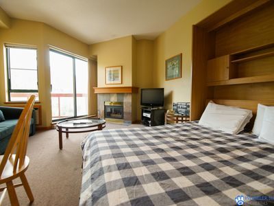 Great Value Village Condo, Close to Everything, Hot Tub Access, Free Parking