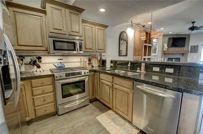 Fully-Equipped Kitchen  - Stainless Steel appliances, granite counter tops, all you'll need to make a meal!