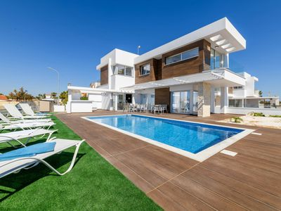 Photo for Infinity View Villa - An admirable villa for relaxing holidays