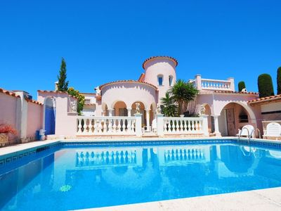 Photo for Villa in Empuriabrava with private pool suitable for families up to 6 people