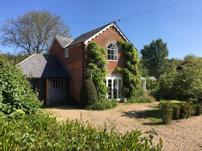Photo for Country cottage set in a peaceful hamlet on the edge of the New Forest