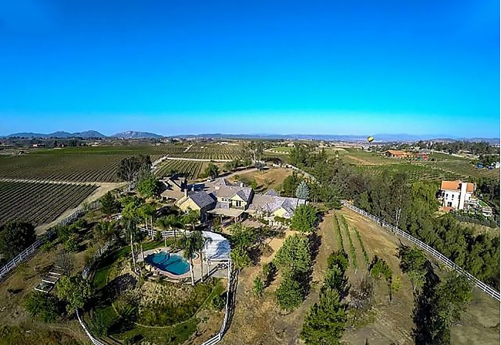 Large Temecula Wine Country Estate Set In Middle Of
