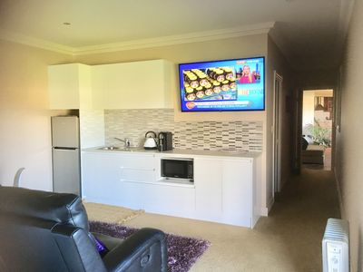Gorgeous large room + bunkroom Bew Self-contained with a large kitchenette