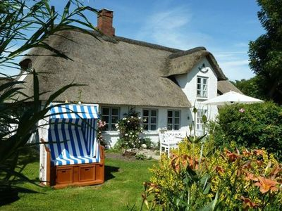 Photo for Charming thatched cottage, 1 200 m² of land, 350 meters to the North Sea
