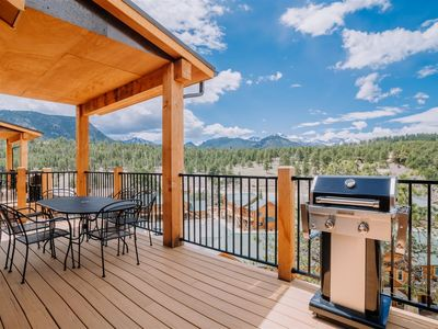 Photo for Mountain Views from a Modern Townhome. Walking Distance to Downtown!
