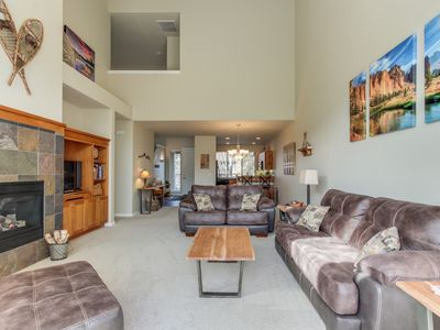 Photo for Inviting family-friendly home w/shared pool, hot tubs, tennis, & golf on-site!