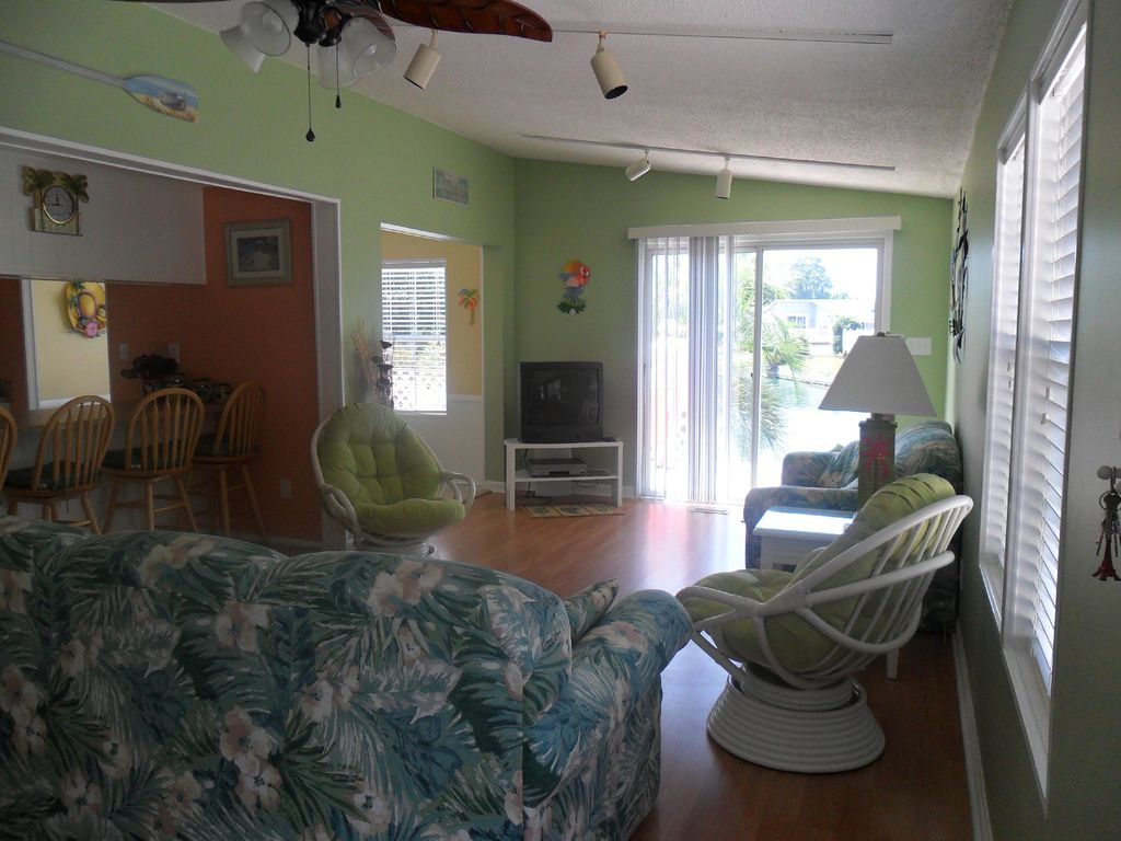 Lakefront 4br 2ba Beach House with Golf Cart Included!