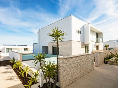 Photo for Stunning Contemporary Villa With Private Pool - 4C