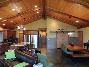 Beautiful Custom Home at Lake Roosevelt 2 Private Acres! Awesome Views!  12+