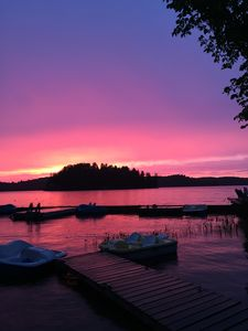Photo for Lakeside Cottage with beautfil view and sunsets