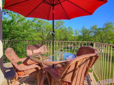 2 Pools, 4 Hot tubs on the Guadalupe River! Walk to Schlitterbahn!