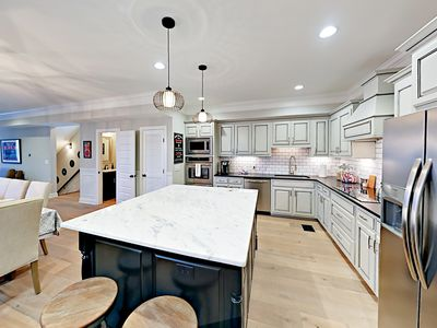 Kitchen - The gourmet kitchen will make the chef in your party swoon.