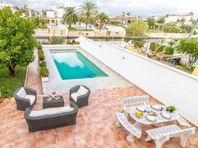 Photo for 5 bedroom Villa, sleeps 9 in Empuriabrava with Pool, Air Con and WiFi