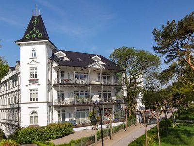 Photo for PUSTEBLUME - Villa Stranddistel - 1. Location in Binz - VILLA BEACH DISTEL - App. Dandelion - right on the beach
