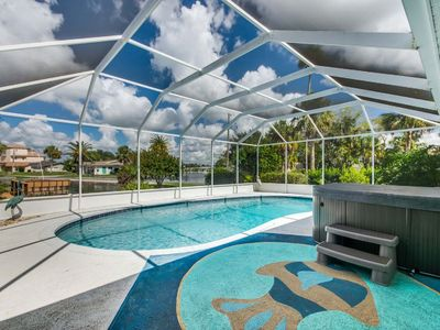 Photo for Crystal River, Fun Tropical Escape! Heated Pool🏊‍♀️Hot Tub🎣Deep water🚣‍♀️Kayaks🐶Pets
