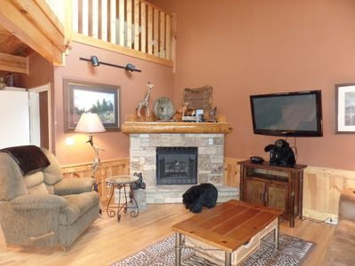 Rocky Top! 2 Bedroom Cabin located in Big Bear Lodge and Resort With Amenities.